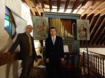 Junto con Bartelt Immer, organero restaurador